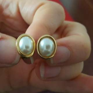 Vintage clip on earrings-gold and pearl