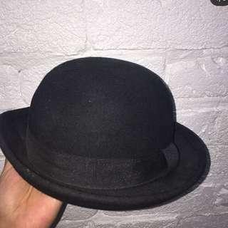 Round black Hat