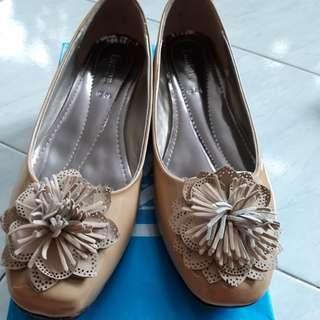 Inside camel flower shoes