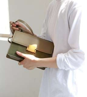 [PO]Classic suede detailed cross body sling bag in forest