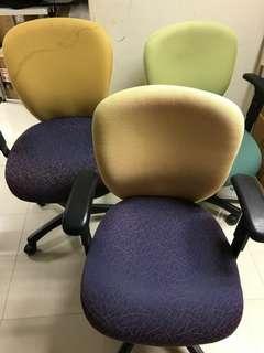 二手椅三張