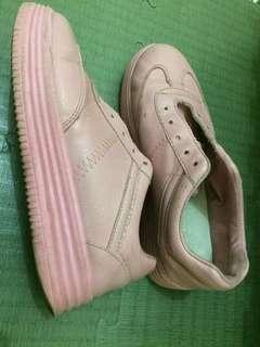 Sepatu cats 5cm cocok buat nonton