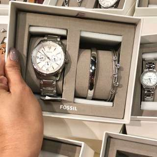Pre-order Fossil Watch with Bracelet