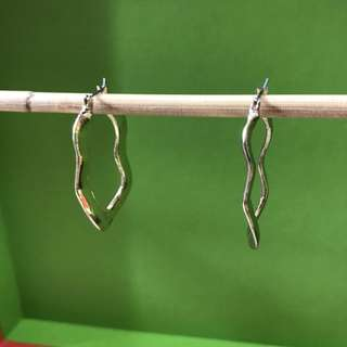 PL golden curvy oval loop earrings