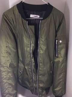 軍綠色厚外套