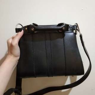 Tas warna hitam