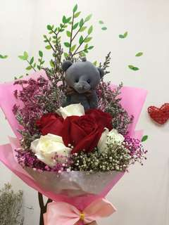 6 stalks bouquet with bear