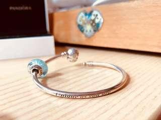 Pandora's ❄️ bangle and Disney's Elsa glass charm