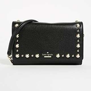 Whatsinmybag美國代購 Kate Spade斜背小包包 經典的黑色 搭配上珍珠顯得優雅貴氣 正式的場合也可以背喔 限量特價
