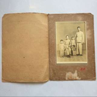 Vintage / Old Photo - Very Old Family Photo with original photo booklet taken by 路九下州廣 红三