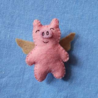 Pink pig pin/brooch with wings