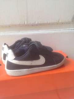 Nike court royale navy