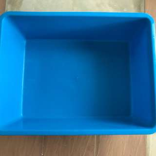 Pre-owned blue water tub (Hamster Housing)