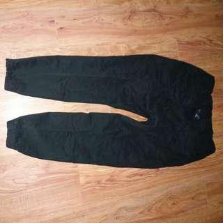 黑色束口褲 L