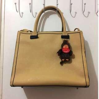 Wanko 手挽 手提 側咩 袋 時尚 易襯 易carry 袋 米黃色 可放A4 size (原價$4xx)
