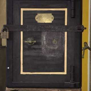 old British army safe Size60wx75Dx75Hcm with complete keys,welcom to view the item at Serangoon North