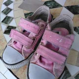 Convers sepatu anak ukuran 20 preloved untuk 1 sampai 2 tahun