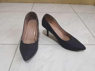 Sepatu kantor wanita