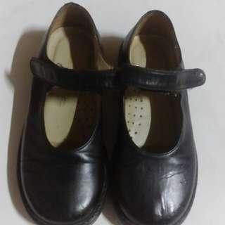 Sepatu kulit anak