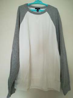 White/grey sweater