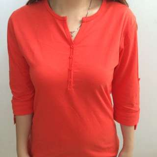 Kaos lengan panjang, detail button, v neck