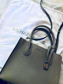 SALE‼️ MK Mercer Leather Crossbody