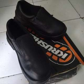 Sepatu safety kruisher boston asli no 37 size  4