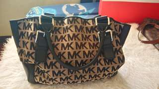 Authentic michael kors.. slightly used.. good as new