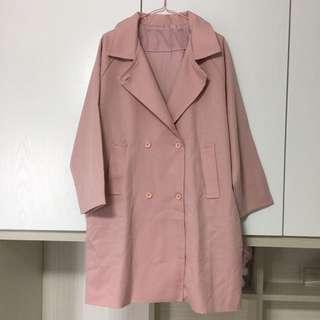 深粉紅色外套