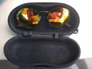 Kacamata lensa kuning frame hitam #FISIPUNIS