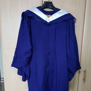 NUS Biz Graduation Gown