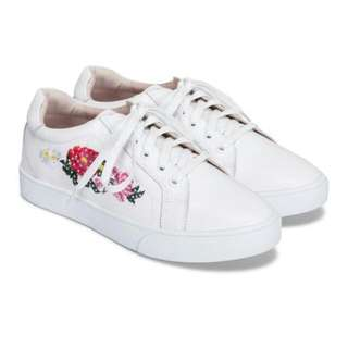 Prettyfit White Flural Embroidered Sneakers