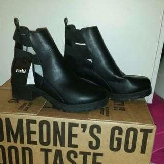 New kenickie Rubi black boots