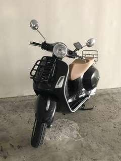Vespa GTS150 Scooter