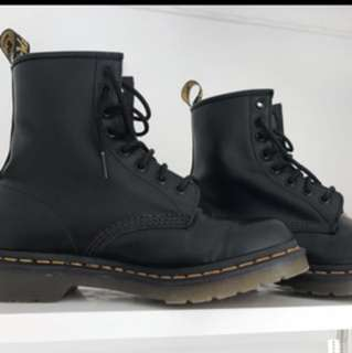 1460 8 eye doc martens