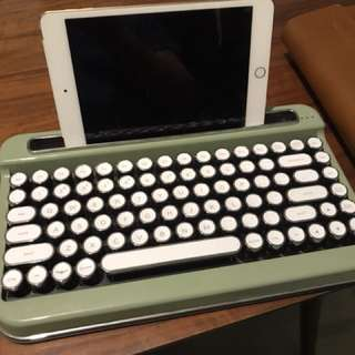 Eletron retro keyboard for iPad and iPhone