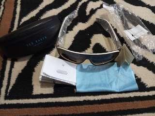 Kacamata brand Ted Baker