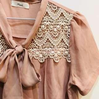 珍珠粉布蕾絲短袖雪紡上衣