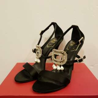 Roger Vivier New 38.5 crystal square with pearl high heels