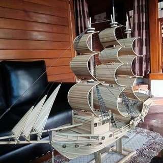 Perahu layar natural kayu