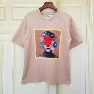 PRINT TEE WITH 3D FLOWER PATCHED