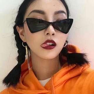 Po: Mini retro triangular sunglasses