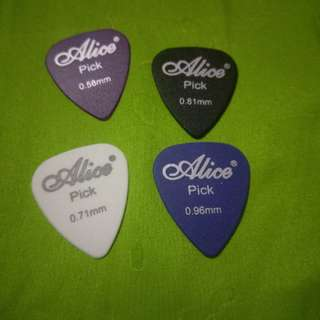 BN 4 pcs Guitar Picks 4 thickness free postage