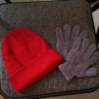 Bonnet and gloves