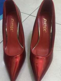 sepatu high heels merah