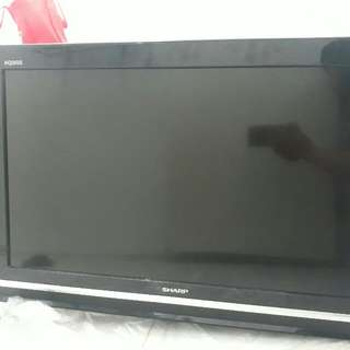 Sharp Aquos 32inch flatscreen tv with free hanging plate and remote control