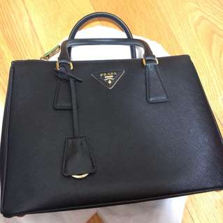 Prada saffiano bag 28cm black color 袋