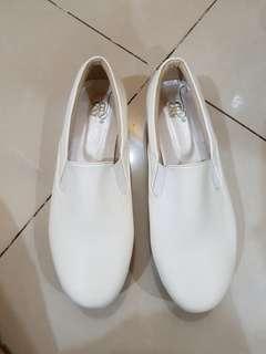 BR Shoes 64 Putih