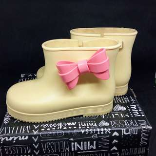 S9 Mini Melissa Yellow Rain Boots with Pink Bow