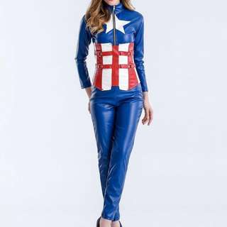 Cosplay Captain America lady version